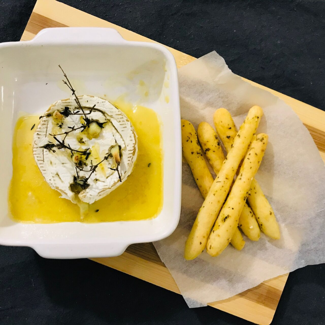 Baked Garlic and Thyme Infused Camembert Dip